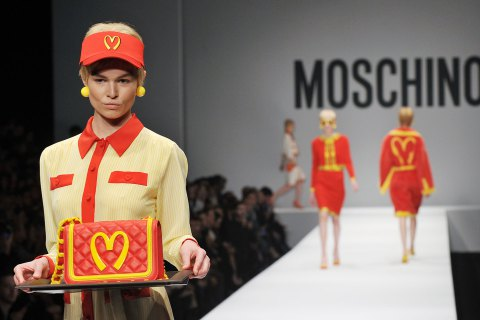 moschino-mcdonalds-fashion-show