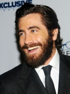 jake-gyllenhaal-beard-style-for-round-faces